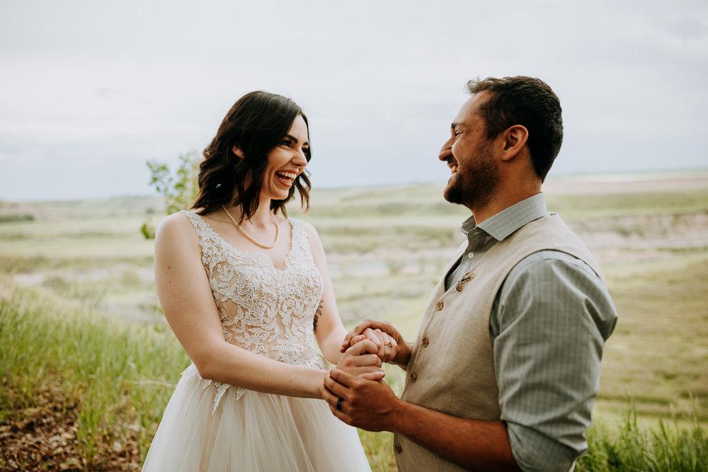 Calgary-Wedding-Photos-Saskatoon-Barn-9.jpg