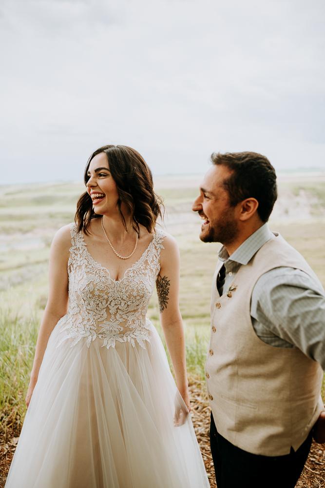 Calgary-Wedding-Photos-Saskatoon-Barn-10.jpg