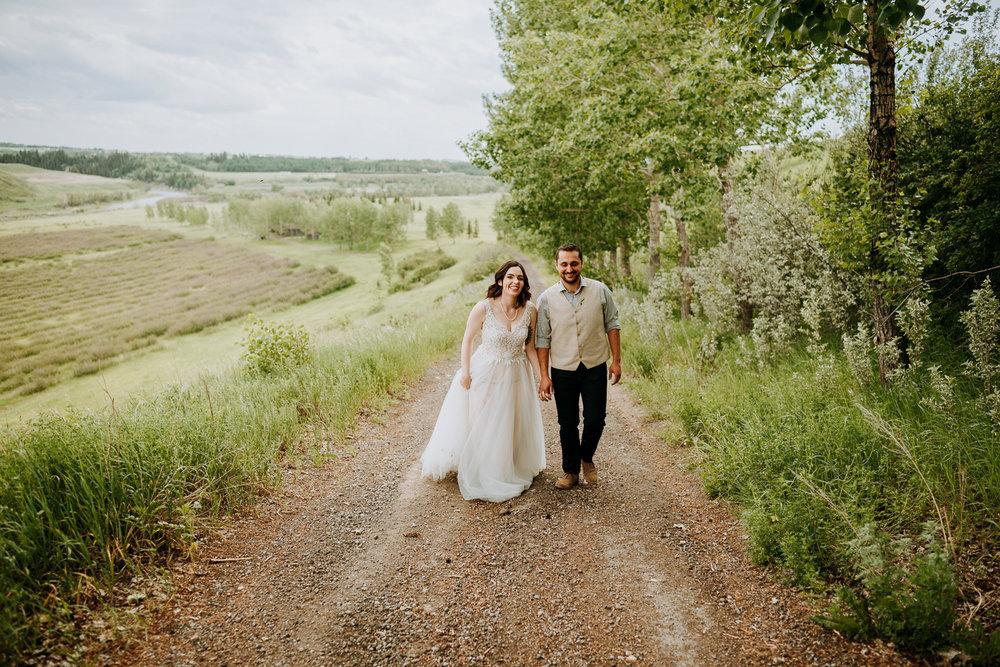 Calgary-Wedding-Photos-Saskatoon-Barn-12.jpg