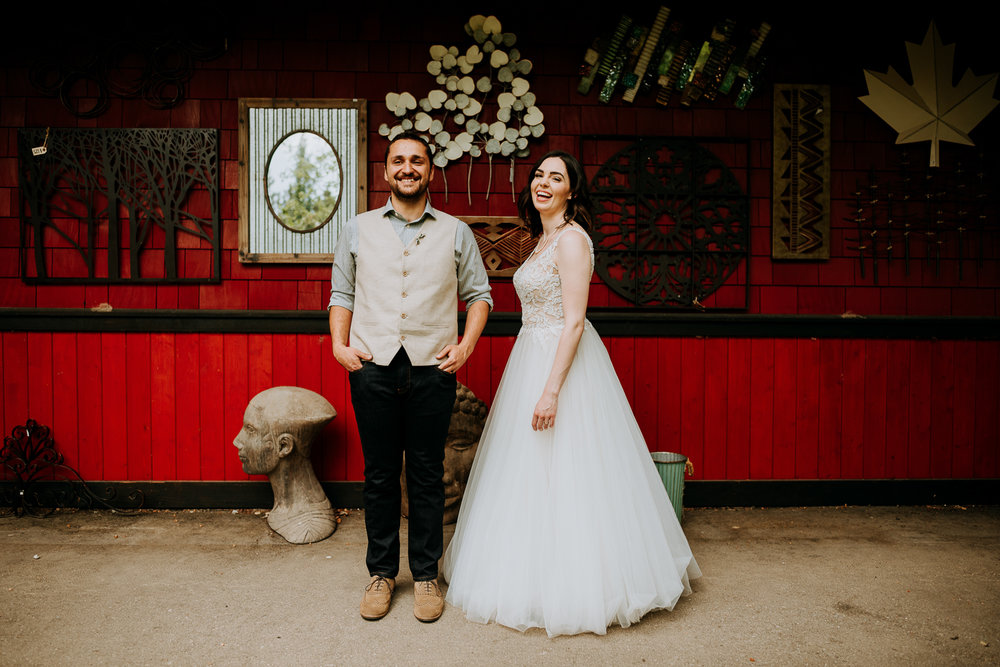 Calgary-Wedding-Photos-Saskatoon-Barn-17.jpg