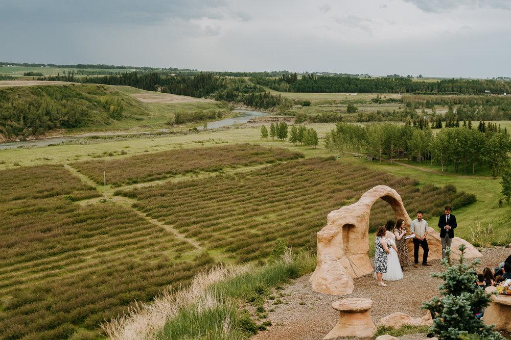 Calgary-Wedding-Photos-Saskatoon-Barn-33.jpg