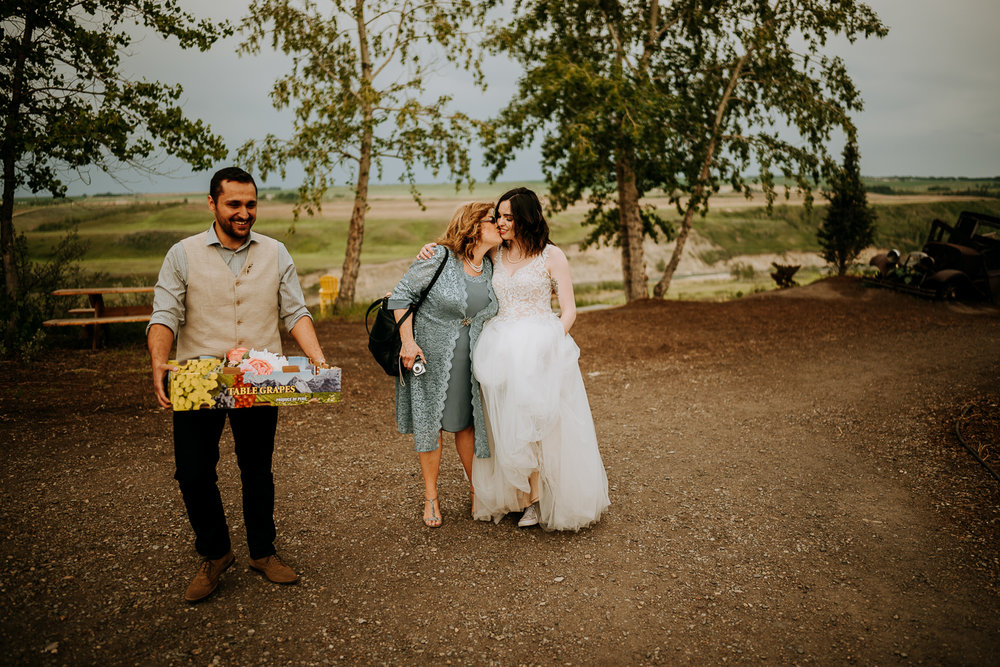 Calgary-Wedding-Photos-Saskatoon-Barn-40.jpg