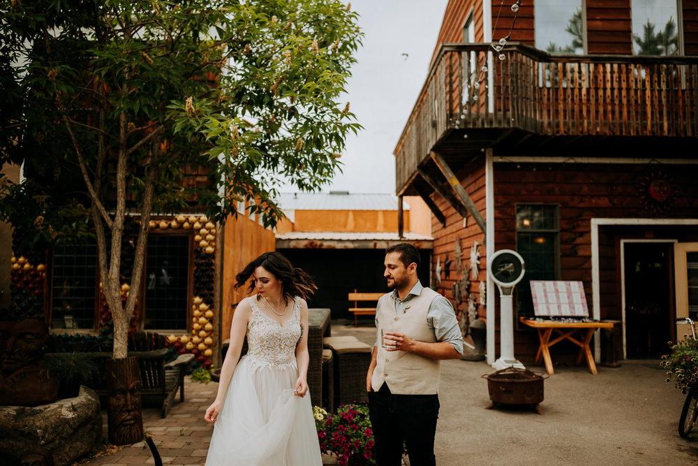 Calgary-Wedding-Photos-Saskatoon-Barn-51.jpg
