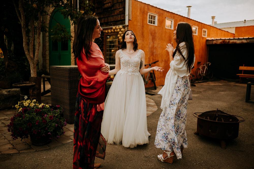Calgary-Wedding-Photos-Saskatoon-Barn-62.jpg