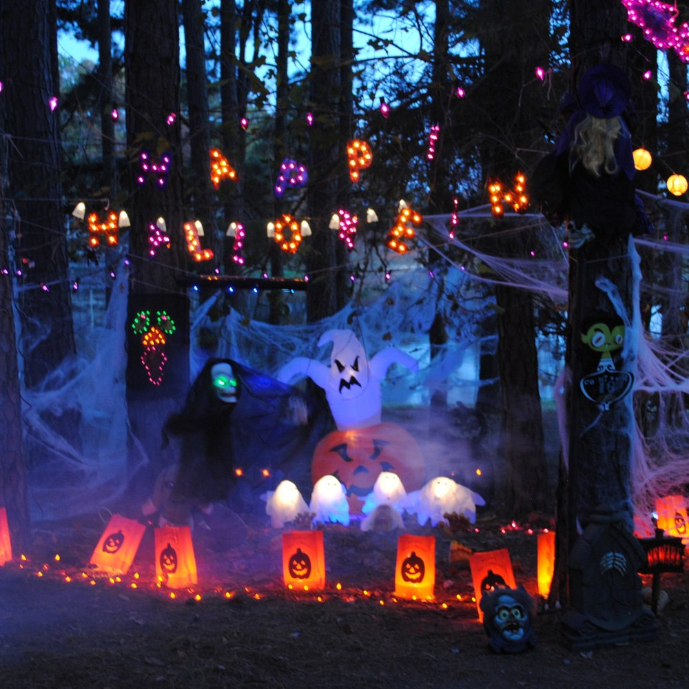 Halloween camping, Halloween campsites, Halloween decorating ideas, how to decorate a tent for Halloween, Halloween camping decorations, Halloween decorations camping