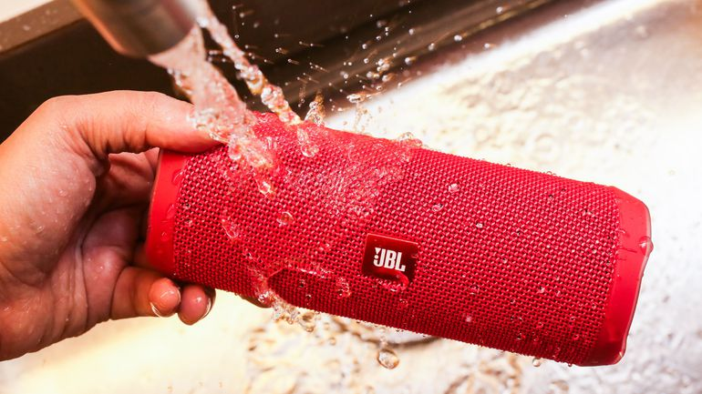 JBL flip 4, bluetooth speakers, waterproof speakers, bluetooth speakers jbl, best portable beach radio, best beach radio, loudest waterproof bluetooth speaker, best outdoor radio, beach radios boomboxes, best outdoor radio with bluetooth, best outdoor wireless speakers, loudest outdoor bluetooth speakers