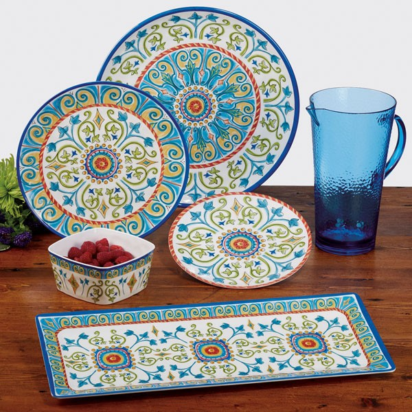 best camping dinnerware set, best camping plates and bowls, plastic camping dishes, enamel camping plates, glamping dinnerware, glamping plates