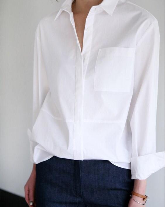 เสื้อเชิ้ตขาว - ไอเท็มที่เข้าได้กับเสื้อผ้าทุกแบบบนโลก คงหนีไม่พ้นเสื้อเชิ้ตสีขาวด้วยความที่เป็นสีขาวสามารถเข้าได้กับทุกสี บวกกับการที่เป็นเสื้อเชิ้ตจจะทำให้ดูสบายๆ ใส่ไปเที่ยวเล่นหรือจะออกไปงานสำคัญก็ได้ถือว่าเป็นเบสิกอีกไอเท็มนึงค่ะ