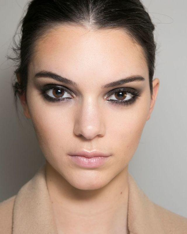 Smokey Eyes แบบฟุ้งๆ ของสาว Kendall Jenner -