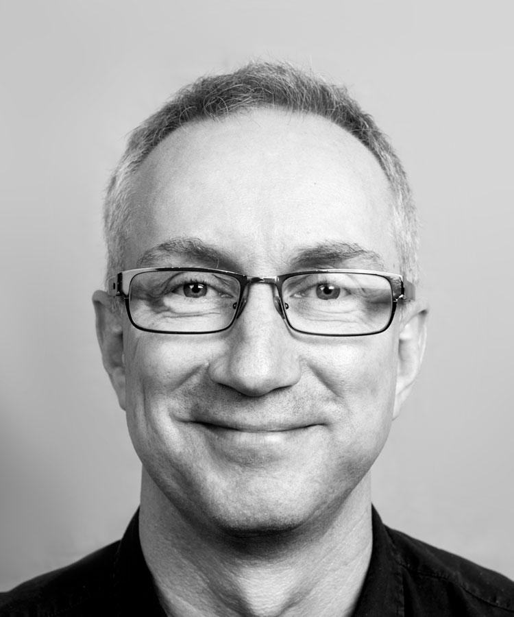Thomas De Vries - Er en strategisk rådgiver og en av Breakfasts grunnleggere. Han har 25 års erfaring i kommunikasjonsbransjen og har arbeidet med en rekke store norske og internasjonale merkevarer.