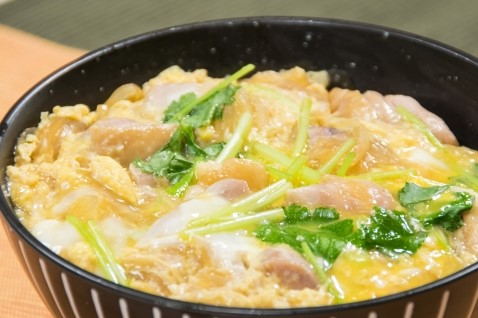 -      Tender Chicken in Egg Dashi Sauce (Oyako Donburi)               <sample photo>