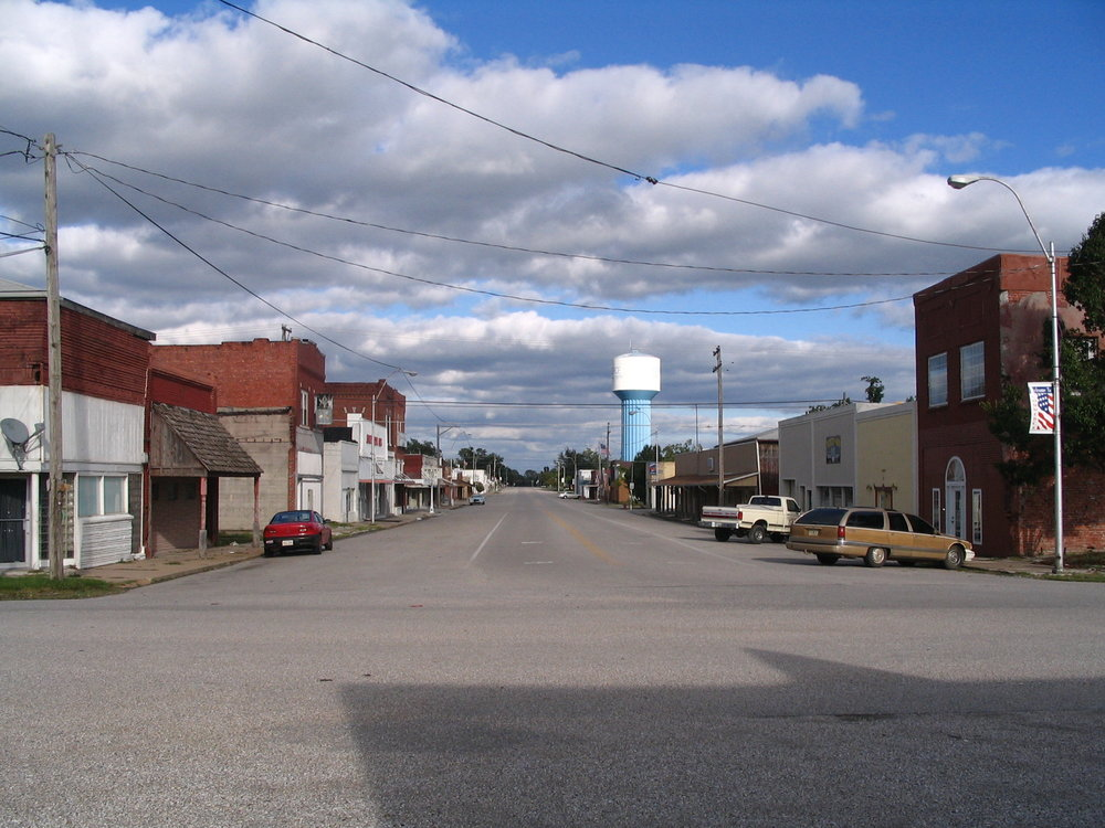 Downtown Commerce, looking eastward down Main Street   By TheWhitePelican - Own work, CC BY-SA 3.0, https://commons.wikimedia.org/w/index.php?curid=4791455