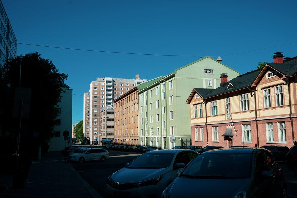 土庫市區的建築都塗上亮麗的馬卡龍色,配搭純淨的藍天作佈景,讓人看得格外舒心。