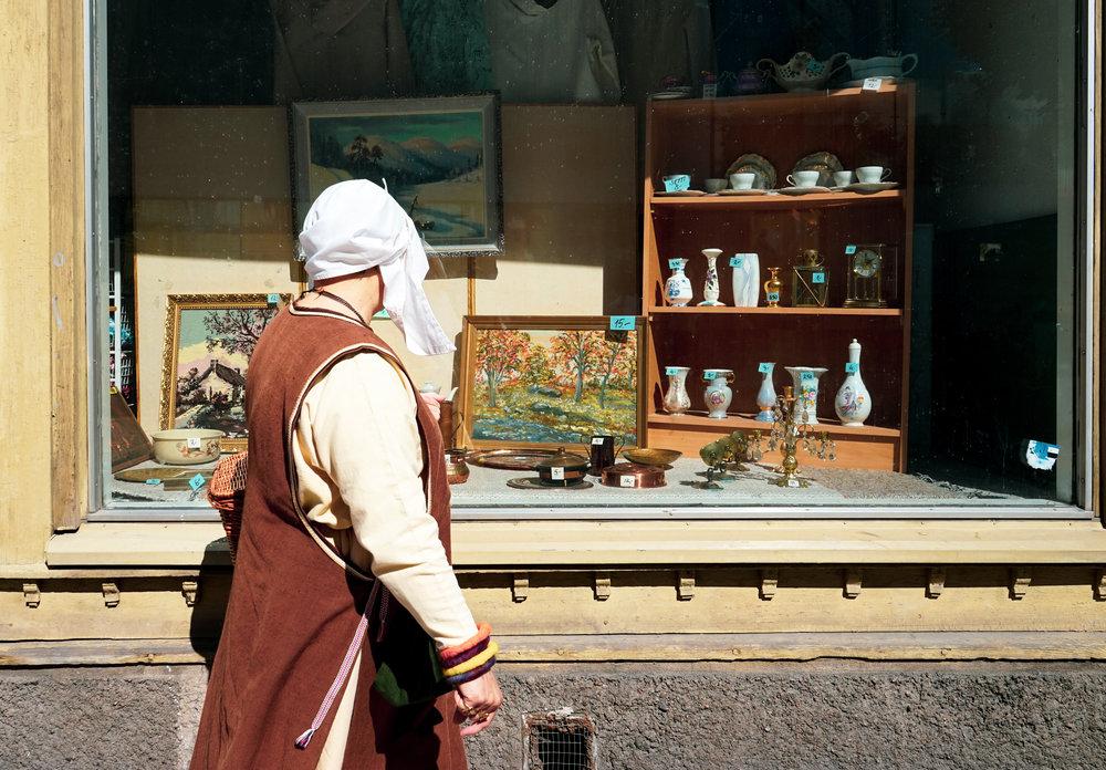 其實街頭也有不少衣著傳統的芬蘭人,鏡頭下的她彷似凝固在中世紀的世界裡。