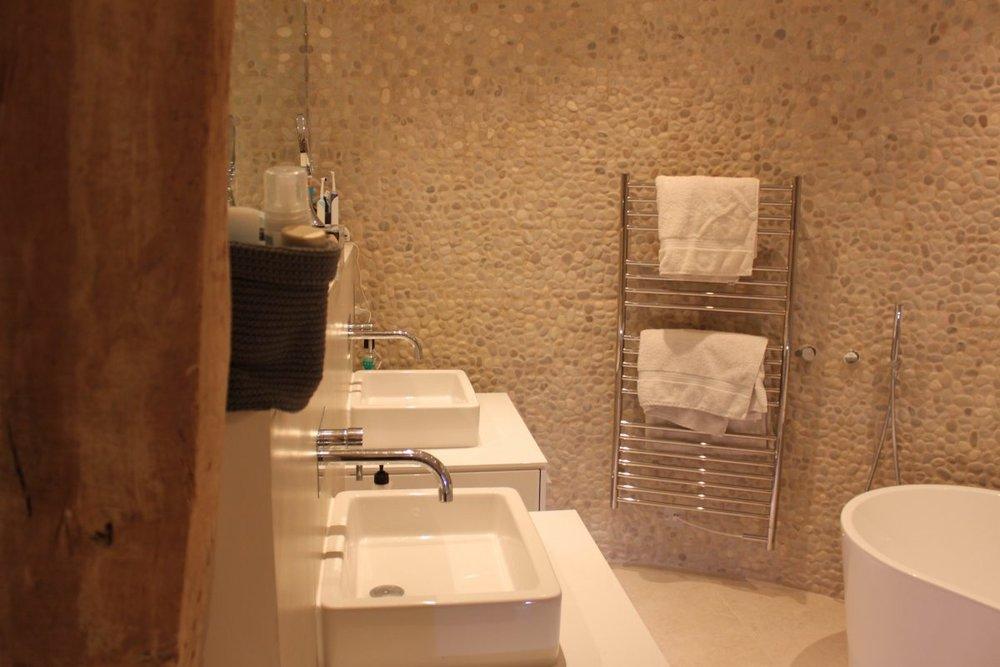 manorbathroom.jpg