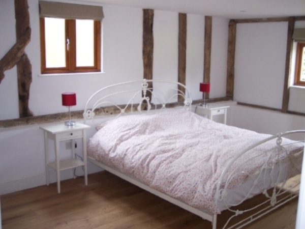 Grange-barn-bedroom.JPG