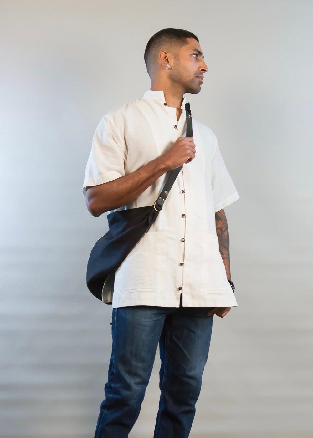 - LARGE LINEN BAG IN BLACK W/ ORIGINAL HANDLE IN BLACK