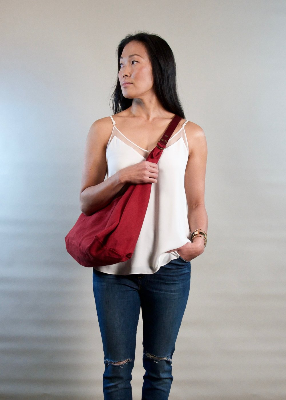 - SMALL LINEN BAG IN SCARLET W/ ORIGINAL HANDLE IN BURGUNDY