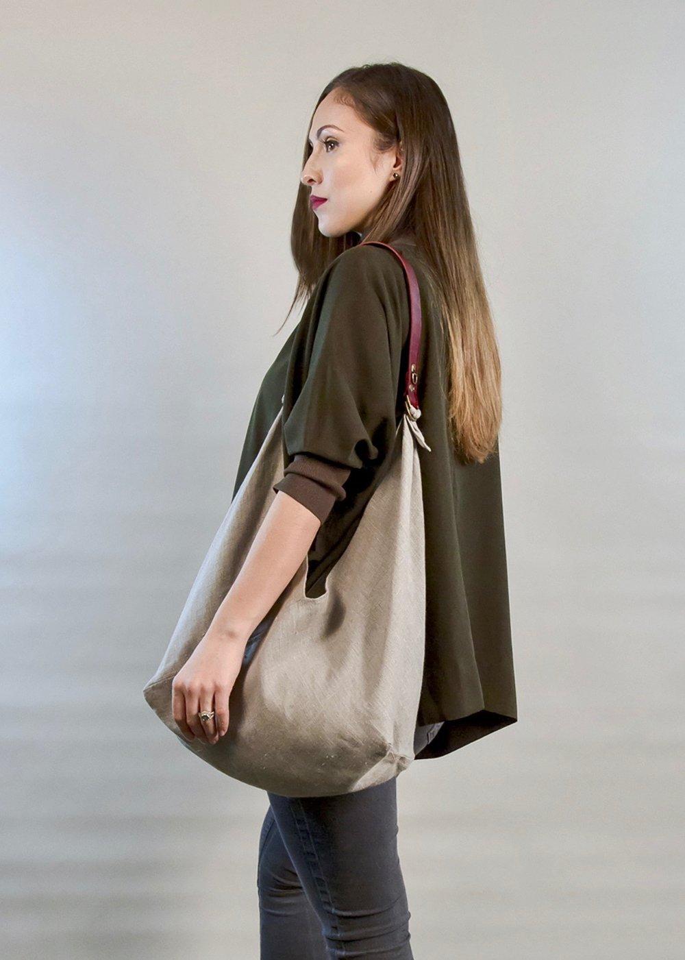 - SMALL BAG IN NATURAL W/ ORIGINAL HANDLE IN BURGUNDY