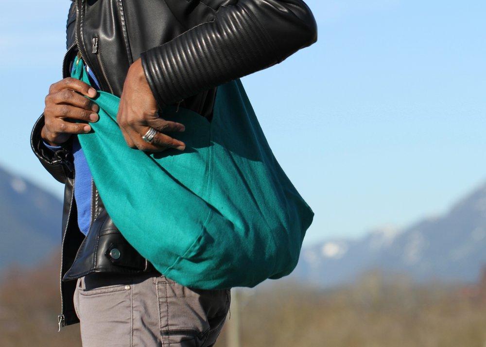 - MEDIUM LINEN BAG IN TEAL W/ ORIGINAL HANDLE IN BLACK