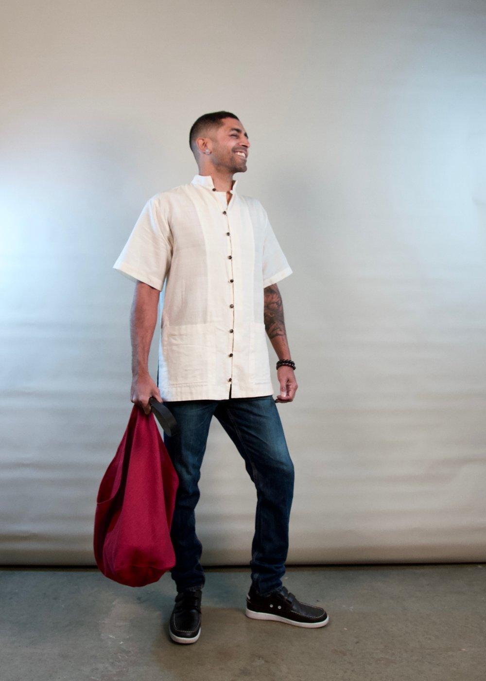 - LARGE LINEN BAG IN SCARLET W/ ORIGINAL HANDLE IN BLACK