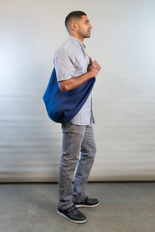- MEDIUM LINEN BAG IN INDIGO W/ ORIGINAL HANDLE IN BROWN
