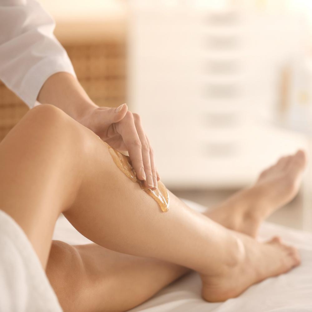 DM women waxing legs
