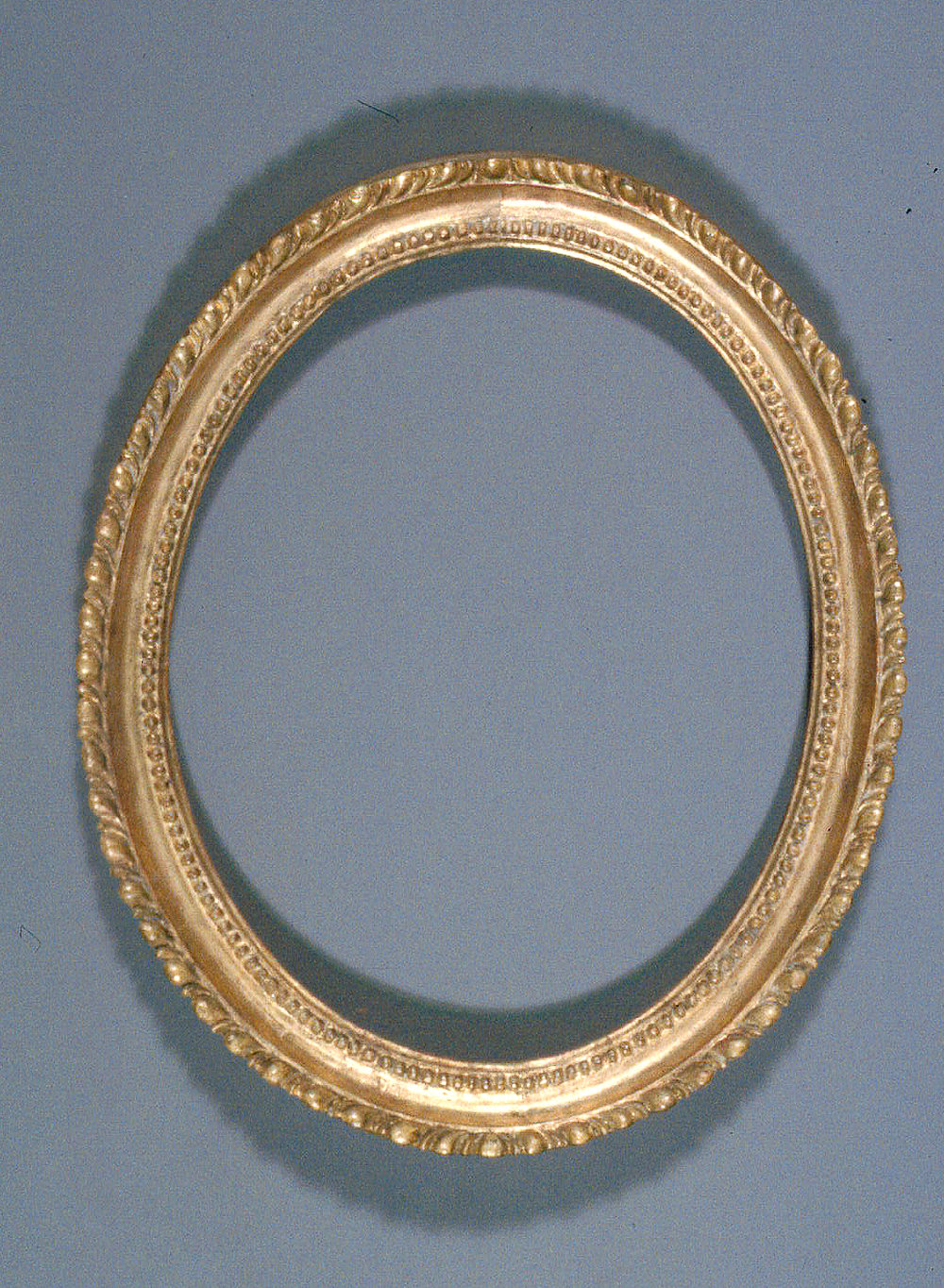 Oval_gilded_frame-02-AT