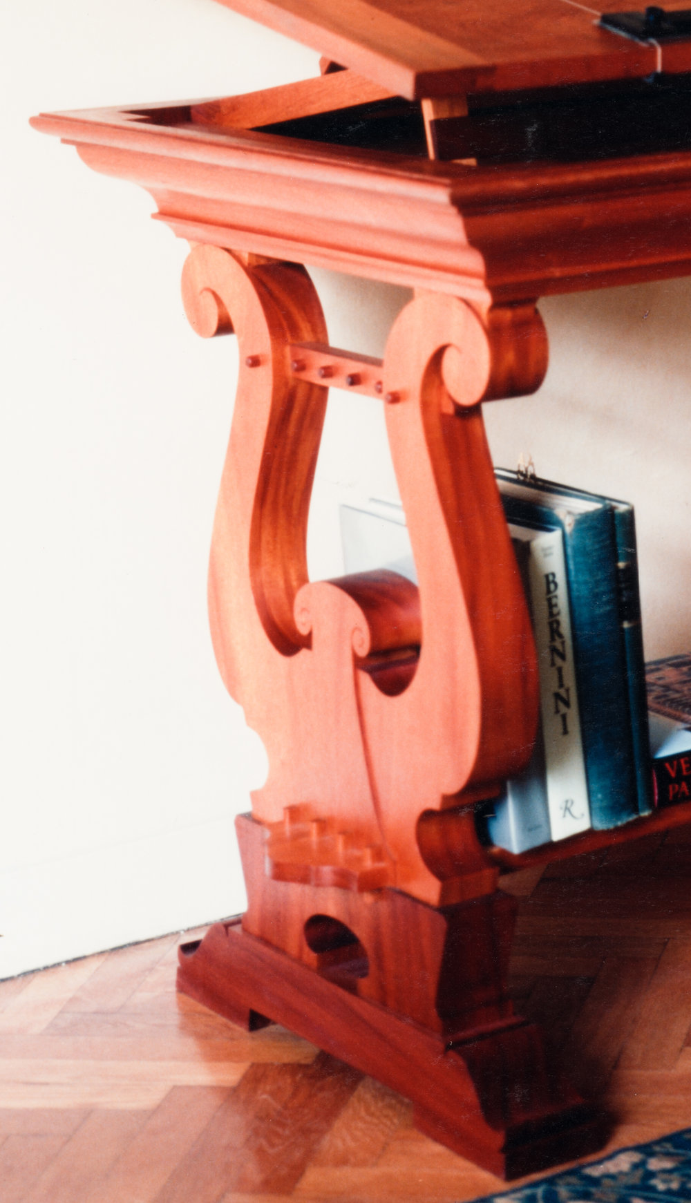 Classical_Desk-02