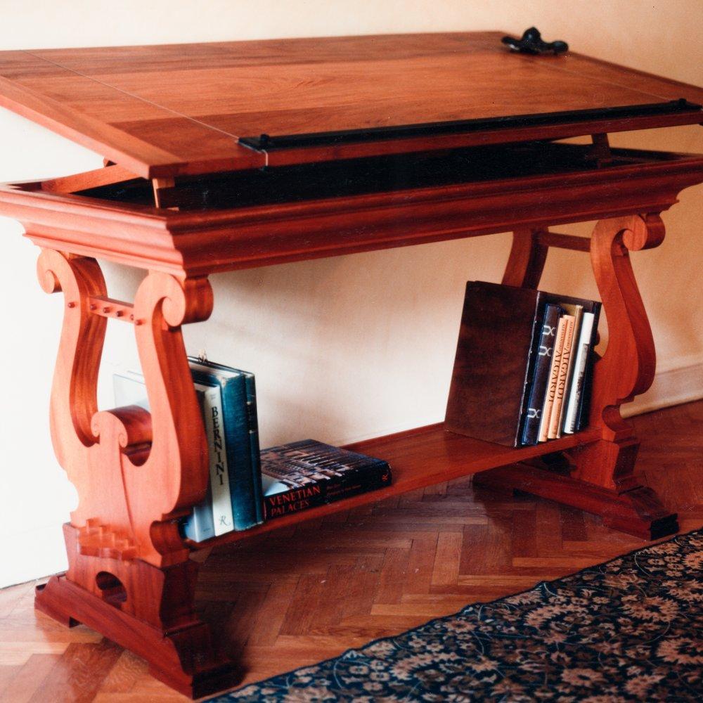 Classical_Desk-01