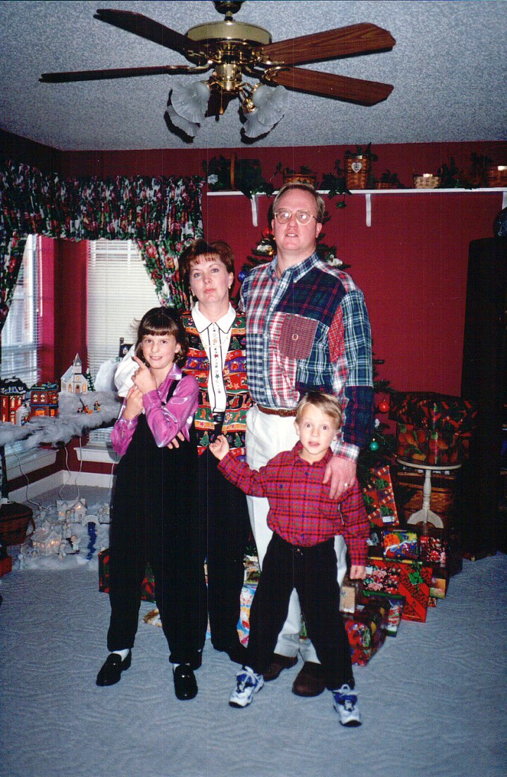 I couldn't resist leaving all of you with the glimpse into the style icons that the Leafgrens were back in the 90s. I promise that mom & dad really love Christmas.