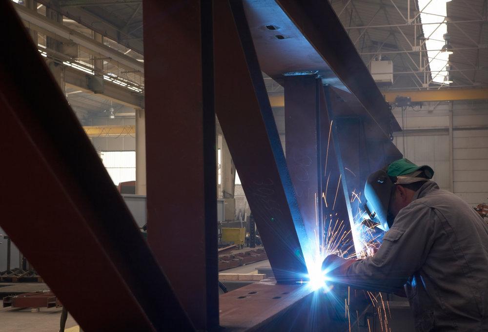Lasser in industriële omgeving
