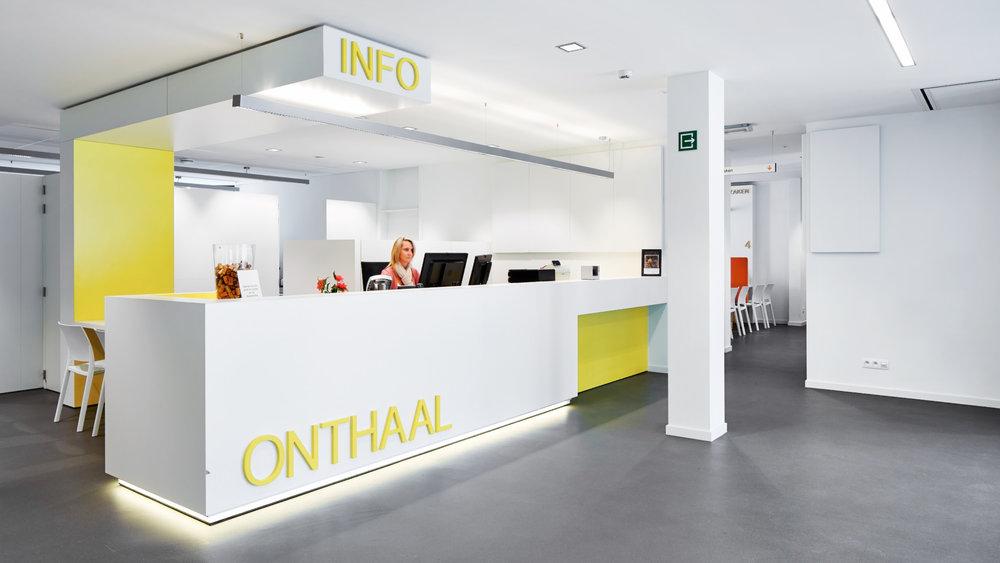 Oud-Turnhout | Interieur gemeentehuis - ontvangst en info balie