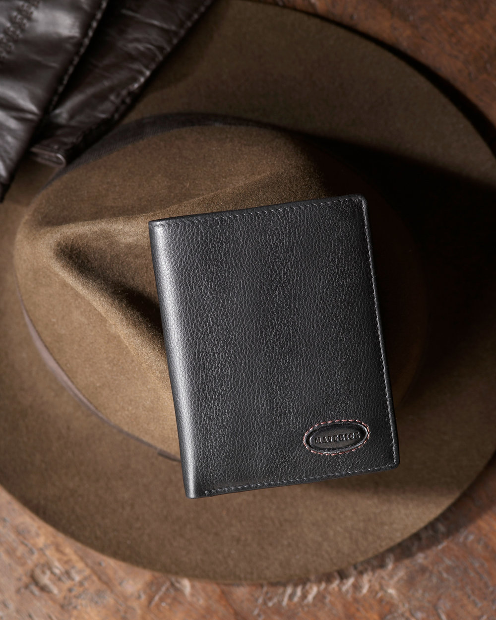 Productfoto van lederen heren portefeuille met decoratie