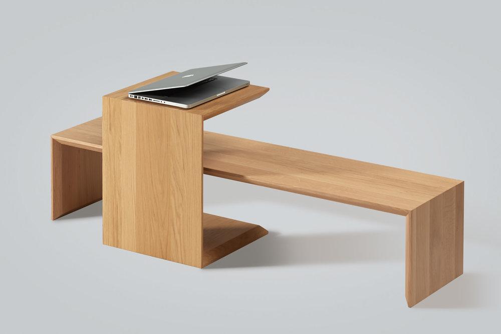 Product foto van houten zitmeubel en tafel