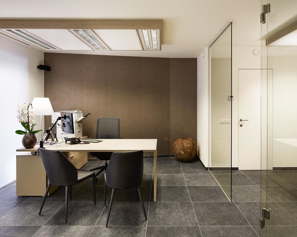 Koningshooikt | Interieur van bureau met glazen scheidingswand