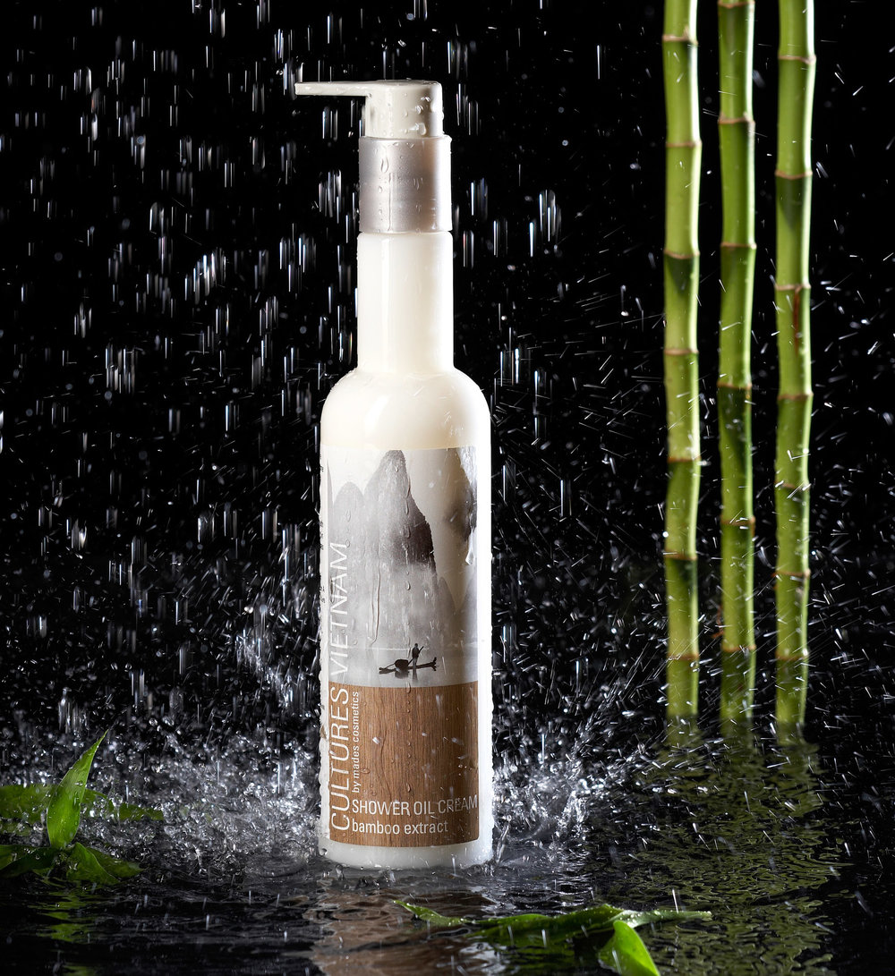 Product foto van flacon douche gel met water en bamboe