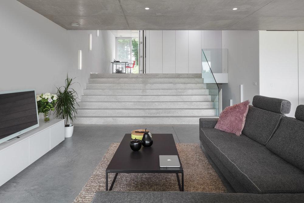 Rijkevorsel | interieur van moderne woning met betonlook