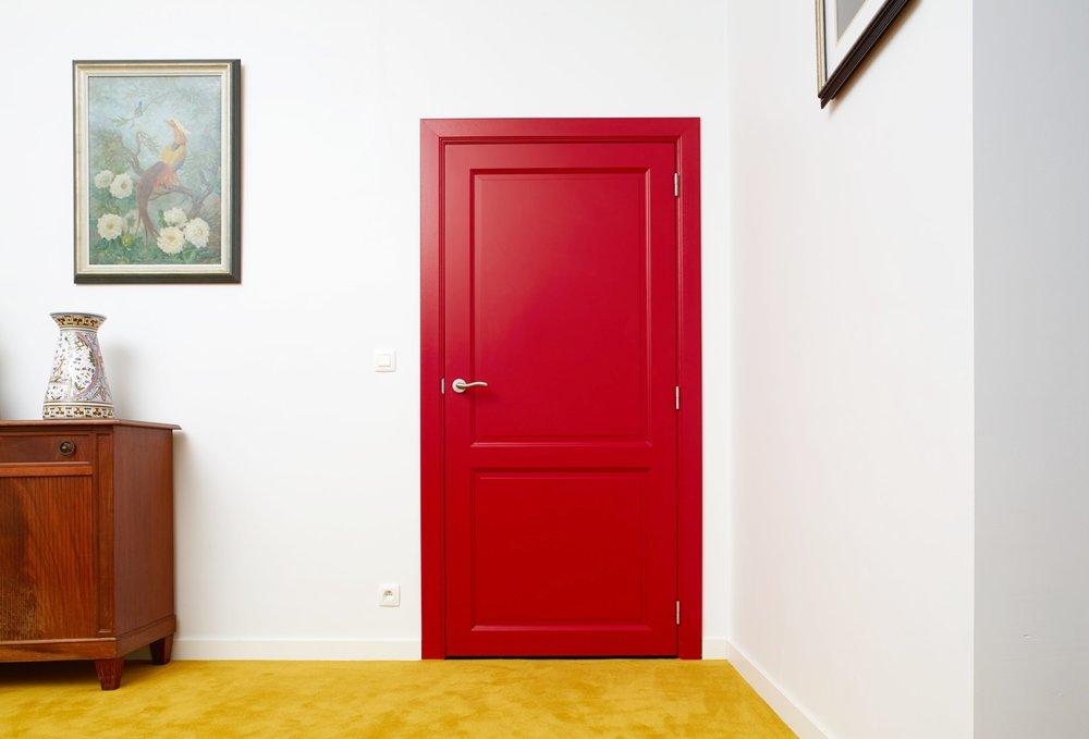 Kalmthout | Interieur met rode deur