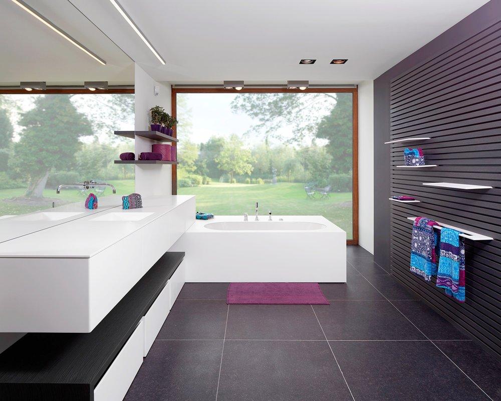 Weelde | Showroom badkamer met bijgewerkte achtergrond