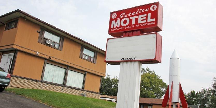 23-24 - motel1web___Super_Portrait.jpg