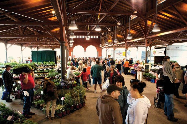 wsi-imageoptim-Eastern-Market-Detroit-Bill-Bowen_HR.jpg