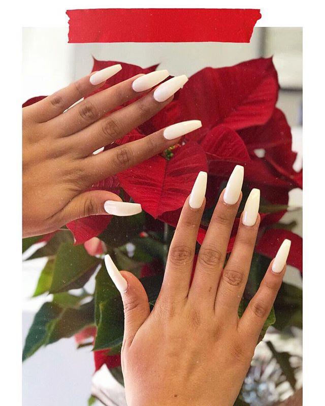 White dip powder by Jenny . . . . . . . . . . . . . . . . #nails💅 #naildaily #nailinspo #nailblogger #nailsofinstagram #nailedit #nailsofig #bloomnailbar #nailitdaily #notd #nailartinspo #nailoftheweek #bloomnailbarla #acrylicnails #nailstagram #nailoftheday #dippowdernails