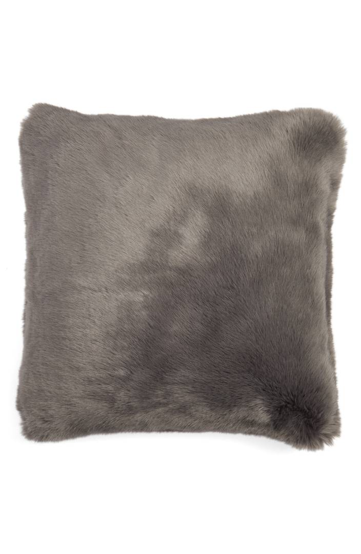 faux fur pillow.jpg