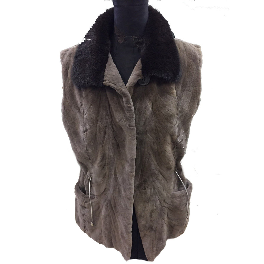 Georgios COLLECTIONS - Booth 418Look luxurious & keep warm with world class furs. You'll love our fine selection of coats, jackets, vests, capes, stoles, shawls, blankets and accessories backed by four generations of Master Furriers.Family owned and operated from Anchorage, Alaska.We stand behind all of our products.