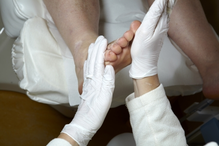 12125372_S_podiatrist_feet_patient.jpg