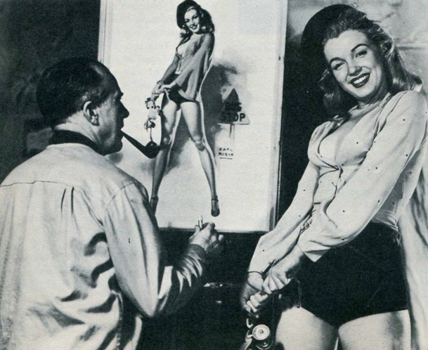 Marilyn posing for Earl Moran pin-up