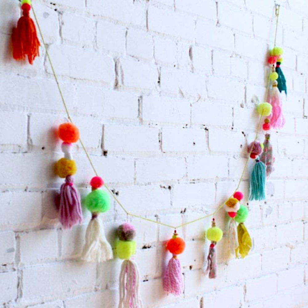 POM POM GARLAND PARTY .jpg