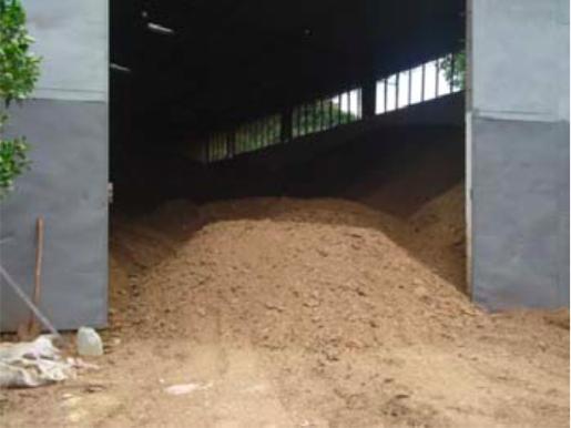 Materia orgánica compostada. Un producto libre de patógenos que mejora el suelo.