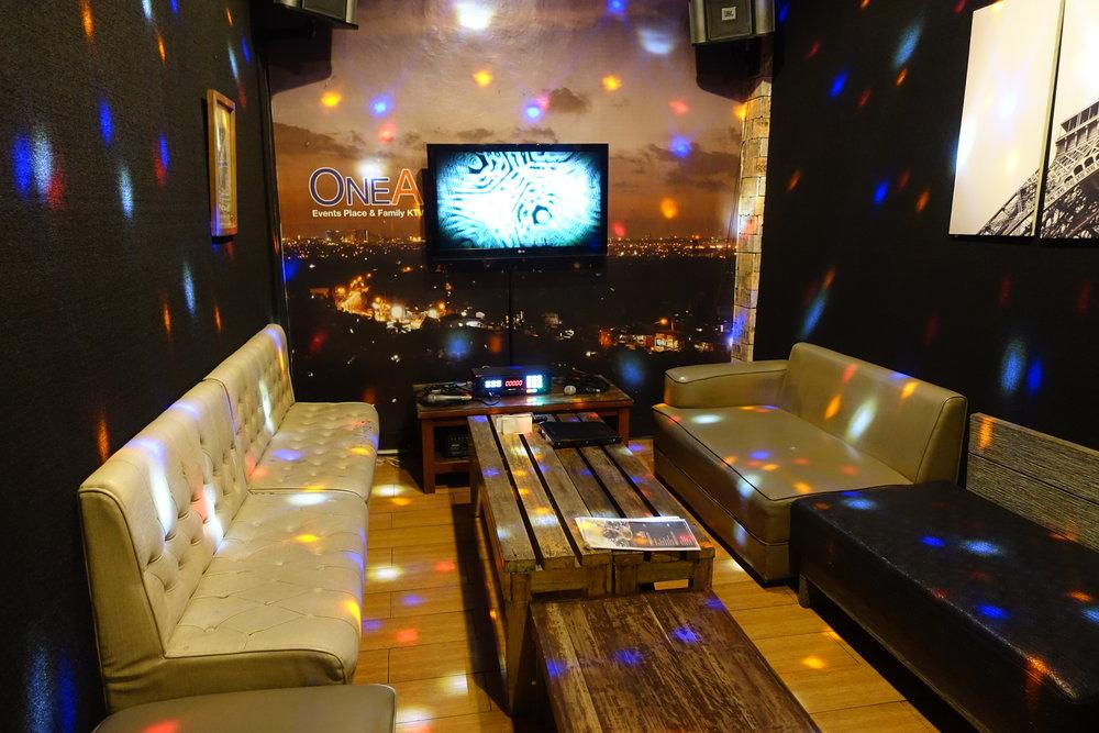 cafe-lupe-karaoke-3.JPG